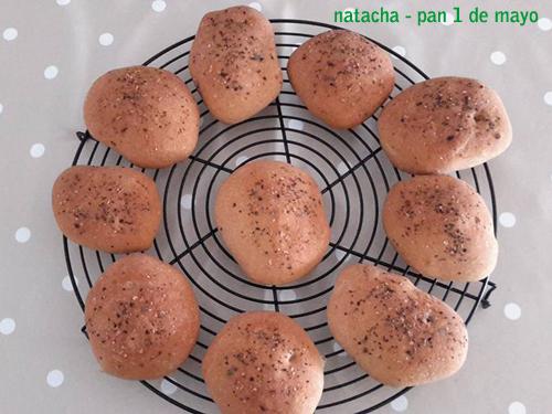 Natacha preparó este mismo pan pero en forma de panecillos. Sustituyó 50 gramos de Mix Pan por 50 gramos de Brot Mix para darle un toque más rústico. Y por encima le puso orégano. ¡La pinta lo dice todo!
