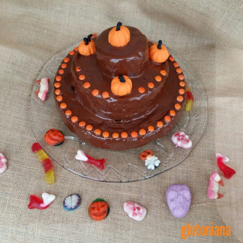 PASTEL DE HALLOWEEN. Podeís preparar un pastel y decorarlo con figuras temáticas.