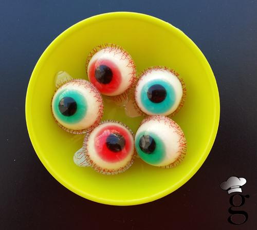 Estos ojos tan chulos fueron para decorar la mesa. Da cosa hasta hincarles el diente :)